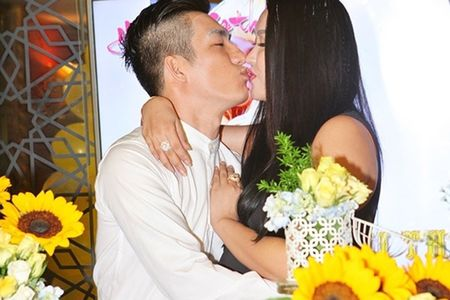 Vo boc hanh phuc cua cap doi Phi Thanh Van - Bao Duy - Anh 10