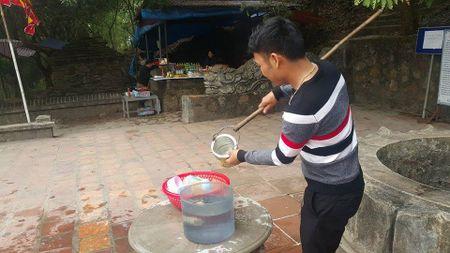 Dan dua nhau ve uong nuoc gieng Ngoc 700 nam o Hai Duong - Anh 11