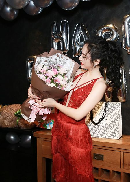 Angela Phuong Trinh sexy het co don tuoi 22 - Anh 4