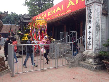Nam Dinh: Hon 2.000 nguoi dam bao an ninh le Khai an den Tran - Anh 2
