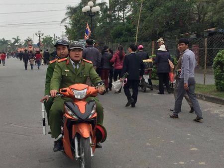 Nam Dinh: Hon 2.000 nguoi dam bao an ninh le Khai an den Tran - Anh 8
