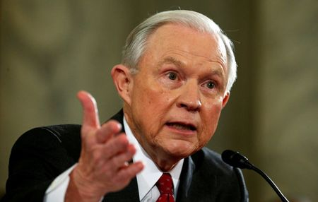 Ong Jeff Sessions duoc phe chuan lam Bo truong Tu phap My - Anh 1