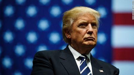 Ong Trump thua kien vi toa an khong khoi phuc lenh cam nhap cu - Anh 1