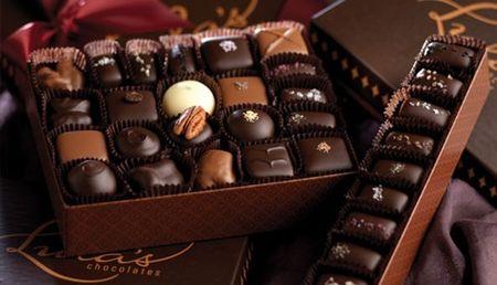 Qua tang Valentine: Hoa hong 10 trieu dong, chocolate 2 trieu dong - Anh 1