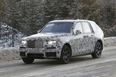 Me man voi hinh anh that cua chiec Rolls-Royce Cullinan SUV 2018 - Anh 2
