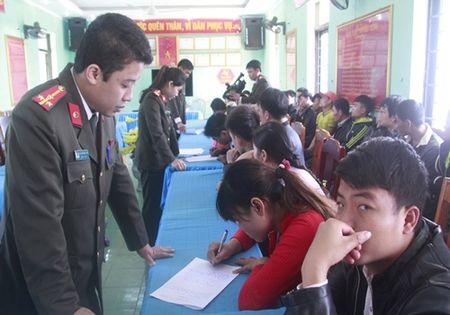 Thanh Hoa: bao dong tinh trang xuat canh trai phep sang Trung Quoc sau tet nguyen dan - Anh 1