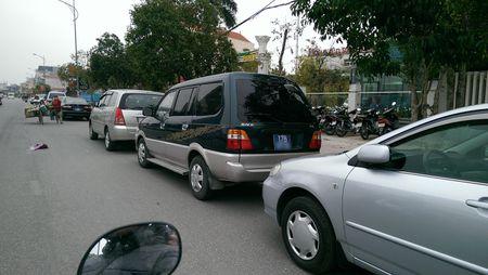 Chua den ngay khai an, xe bien xanh do cach Den Tran... 1km - Anh 3