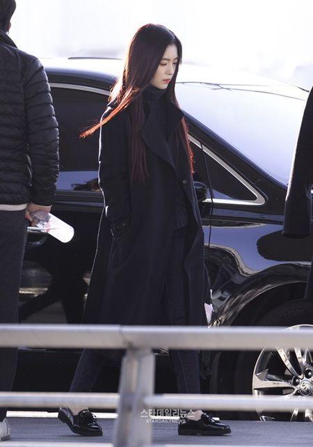 Red Velvet sang chanh, Lee Sung Kyung chon style hien dai o san bay - Anh 7