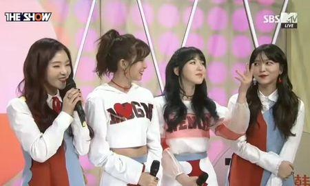 Somi (I.O.I) 'dim' chieu cao cua Red Velvet - Anh 1