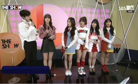 Somi (I.O.I) 'dim' chieu cao cua Red Velvet - Anh 2