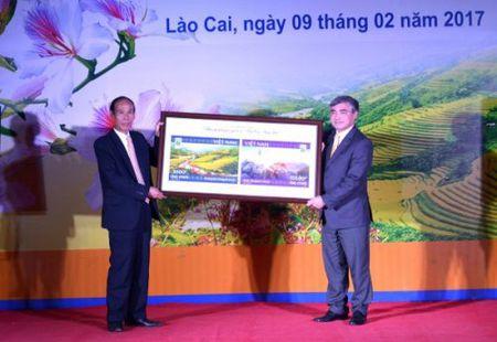 Ve dep Lao Cai - Tay Bac qua bo tem buu chinh nam du lich quoc gia 2017 - Anh 1