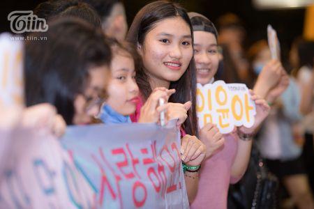 Yoona (SNSD) den Viet Nam luc nua dem, fan Viet xep hang dai chao don - Anh 15
