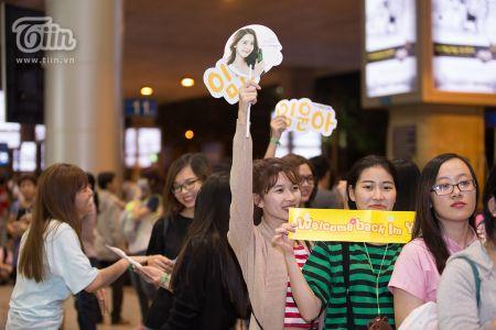 Yoona (SNSD) den Viet Nam luc nua dem, fan Viet xep hang dai chao don - Anh 16