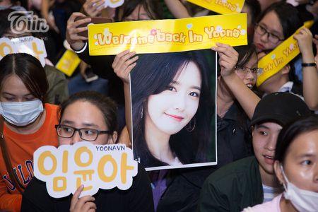 Yoona (SNSD) den Viet Nam luc nua dem, fan Viet xep hang dai chao don - Anh 17