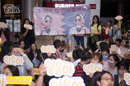 Yoona (SNSD) den Viet Nam luc nua dem, fan Viet xep hang dai chao don - Anh 18