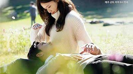 Yoona (SNSD) den Viet Nam luc nua dem, fan Viet xep hang dai chao don - Anh 1