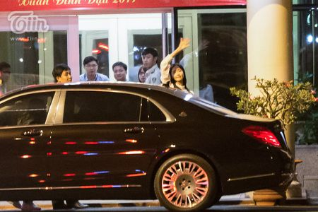Yoona (SNSD) den Viet Nam luc nua dem, fan Viet xep hang dai chao don - Anh 7