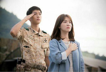 Ngam nhan sac tuoi 35 dep khong ty vet cua Song Hye Kyo - Anh 2