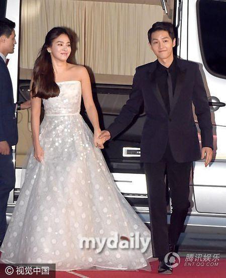 Ngam nhan sac tuoi 35 dep khong ty vet cua Song Hye Kyo - Anh 3