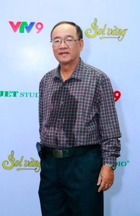 Thai Chau xuc dong ke lai lan dau hat bai 'Co Tham ve lang' sau 44 nam - Anh 2
