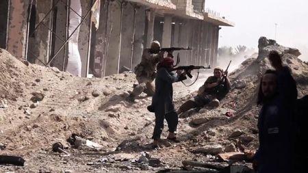 Chao lua Deir Ezzor: IS phan kich quan doi Syria - Anh 1