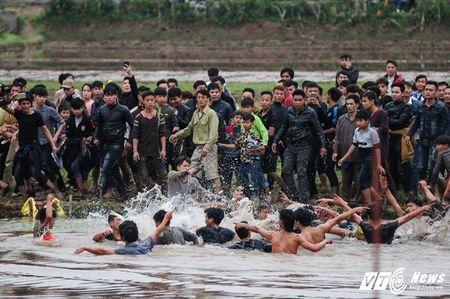 Trai lang do mau, kiet suc trong cuop phet Hien Quan 2017 - Anh 10