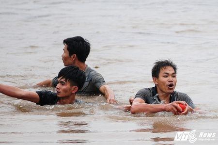 Trai lang do mau, kiet suc trong cuop phet Hien Quan 2017 - Anh 14