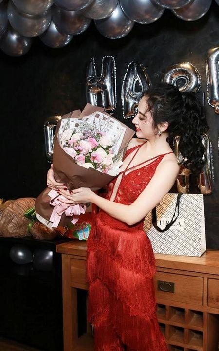 Angela Phuong Trinh rang ro don tuoi moi ben ban be - Anh 17