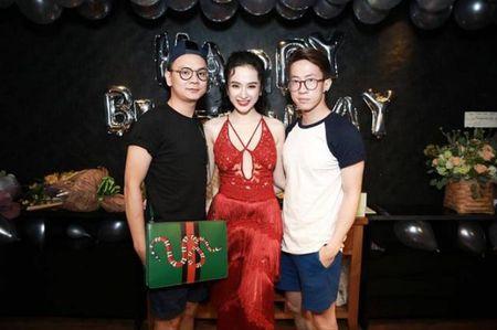 Angela Phuong Trinh rang ro don tuoi moi ben ban be - Anh 9