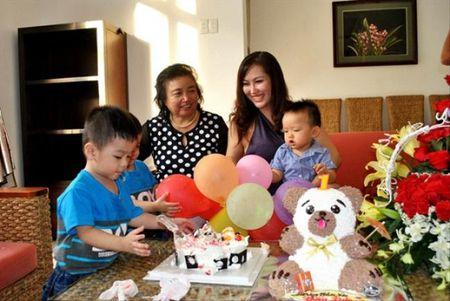Me Phi Thanh Van len tieng sau on ao viec ly hon cua con - Anh 1