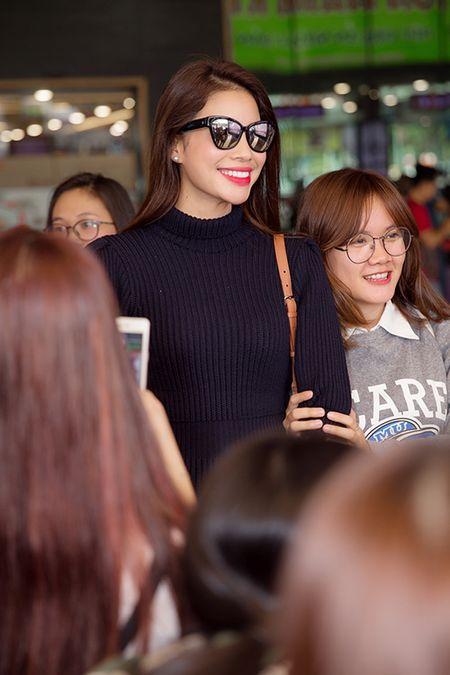 Pham Huong dap bay, duoc fan bao vay vi qua xinh dep - Anh 10