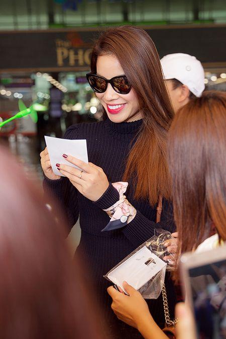 Pham Huong dap bay, duoc fan bao vay vi qua xinh dep - Anh 7