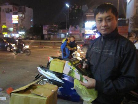 Hang nghin cuon sach Hoc lam nguoi tang phat tu di le cau an chua Phuc Khanh - Anh 2