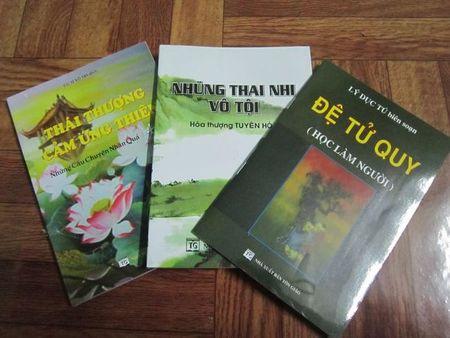 Hang nghin cuon sach Hoc lam nguoi tang phat tu di le cau an chua Phuc Khanh - Anh 3