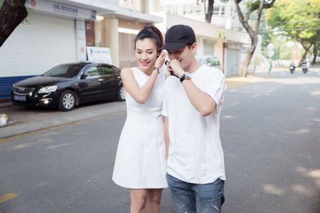 Huynh Anh tinh tu nam tay Hoang Oanh den buoi hop fan - Anh 3