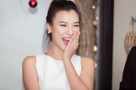 Huynh Anh tinh tu nam tay Hoang Oanh den buoi hop fan - Anh 5