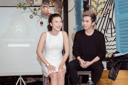 Huynh Anh tinh tu nam tay Hoang Oanh den buoi hop fan - Anh 6
