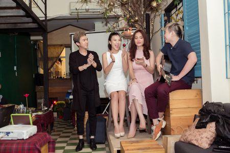 Huynh Anh tinh tu nam tay Hoang Oanh den buoi hop fan - Anh 8