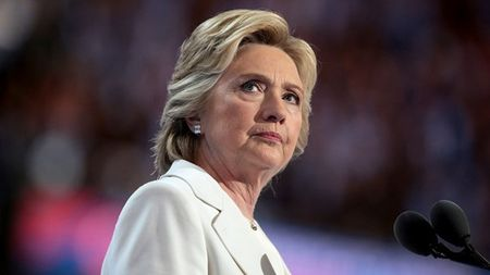 Binh luan bi an cua ba Clinton khi ong Trump thua kien - Anh 1