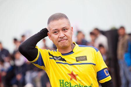 Mac gio lanh, Tuan Hung van 'mau lua' trong tran bong thien nguyen dau nam - Anh 7