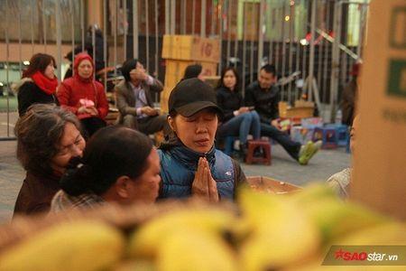 Hang nghin nguoi chen nhau xin loc cau an o chua Phuc Khanh - Anh 15