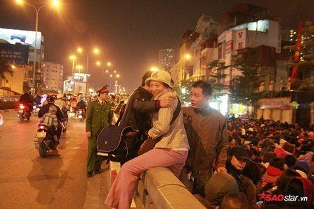 Hang nghin nguoi chen nhau xin loc cau an o chua Phuc Khanh - Anh 18