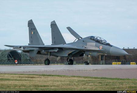Chien dau co Su-30 Nga dat hang - Anh 1