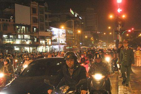 Chum anh: Van nguoi lam le cau an tai chua Phuc Khanh, Ha Noi - Anh 10