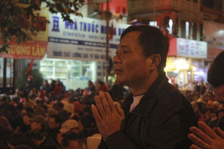 Chum anh: Van nguoi lam le cau an tai chua Phuc Khanh, Ha Noi - Anh 3