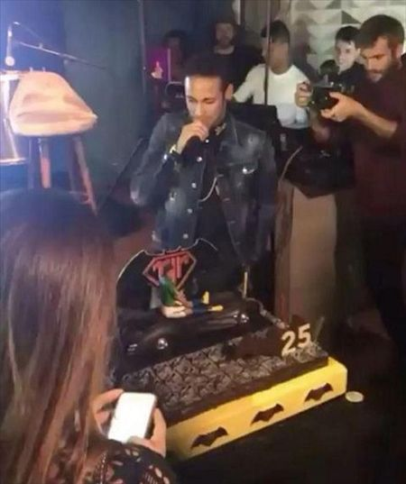 "Neymar va ban gai Bruna ""quay"" nhiet tinh trong tiec sinh nhat muon - Anh 5"