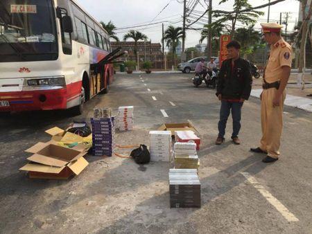 CSGT bat xe cho hang tram thung trai cay Trung Quoc khong hoa don - Anh 3