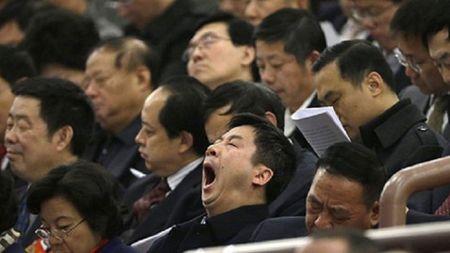 Trung Quoc: Bi phat vi ngu gat khi hop - Anh 1