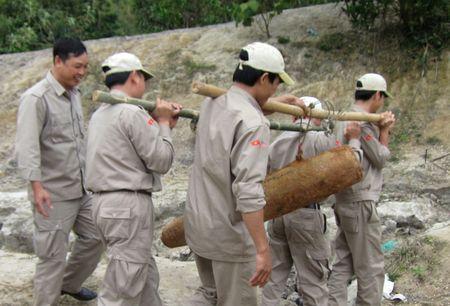 Phat hien bom o khu vuc cua khau quoc te Lao Bao - Anh 1
