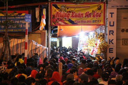 Hang ngan nguoi do ve chua Phuc Khanh cau binh an dau nam - Anh 8